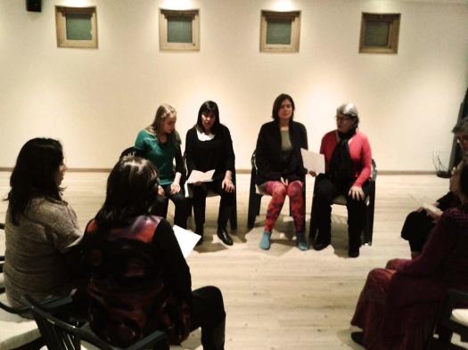 grupo de mujeres cantando 3